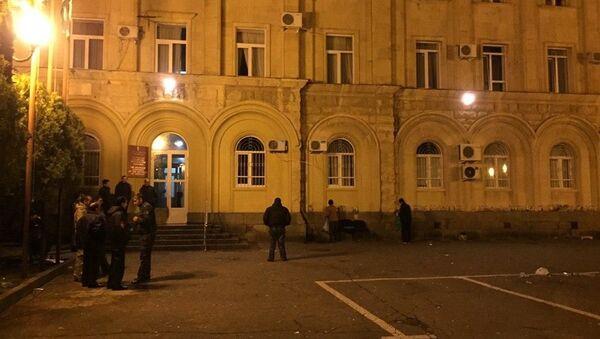У парламента Абхазии после акции сторонников Адгура Ардзинба  - Sputnik Аҧсны