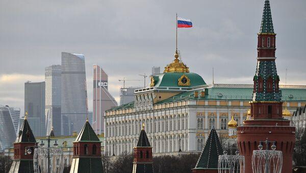 Московский Кремль и небоскребы делового центра Москва-сити. В центре: Большой Кремлевский дворец. - Sputnik Абхазия