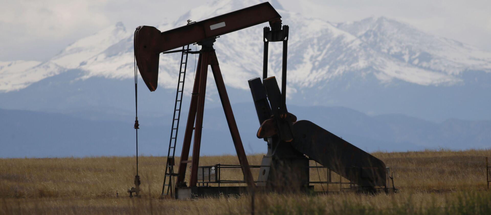 Добыча сланцевой нефти в Колорадо, США - Sputnik Абхазия, 1920, 14.09.2021