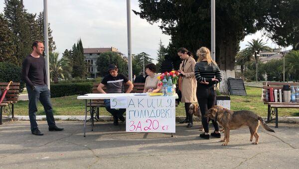 Голод против коррупции: пятый день акции протеста в Сухуме - Sputnik Абхазия