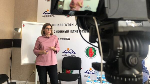 Коуч Астанда Садзба в дискуссионном клубе Всемирного абхазо-абазинского конгресса - Sputnik Абхазия