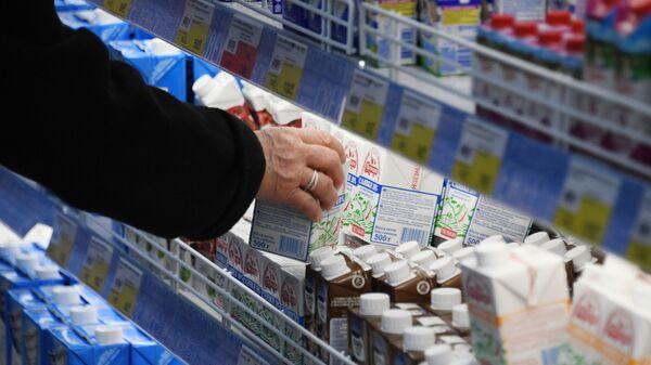 Покупатель в супермаркете - Sputnik Аҧсны