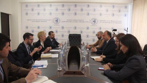 Даур Кове провел встречу с представителями Всемирной Организации Здравоохранения  - Sputnik Аҧсны