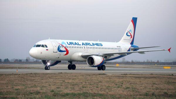 Самолет Airbus A320 авиакомпании Уральские авиалинии - Sputnik Аҧсны