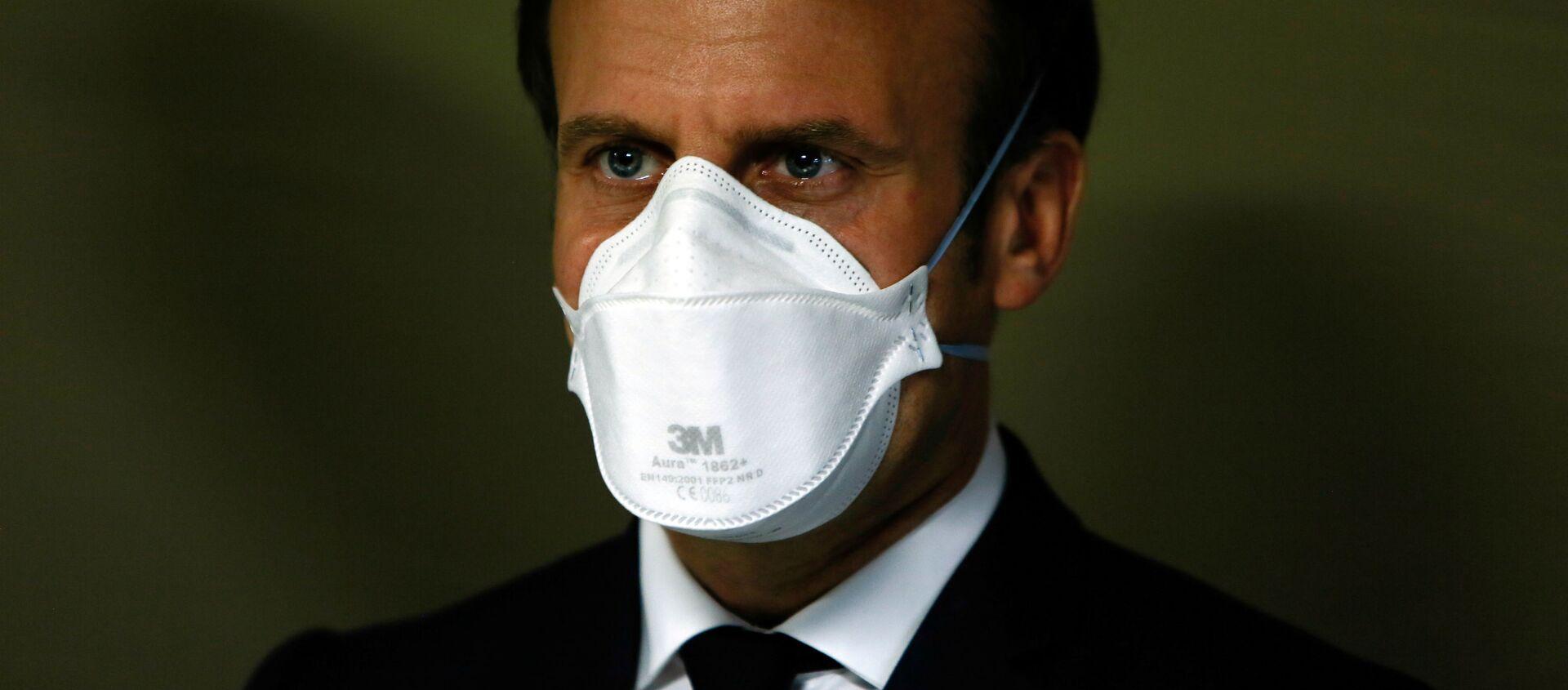 Президент Франции Эммануэль Макрон в медицинской маске - Sputnik Абхазия, 1920, 26.09.2020
