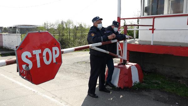 Проверка на дорогах: как живет Абхазия в режиме ЧС - Sputnik Абхазия