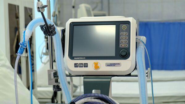 Новый аппарат для ИВЛ, закупленный из резервного фонда Мурманской области в рамках борьбы с коронавирусной инфекцией.  - Sputnik Абхазия