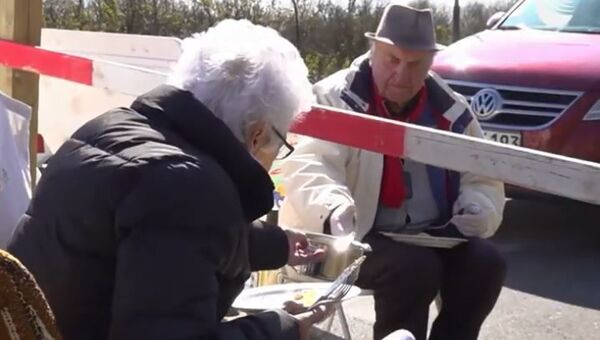 На границе двух стран: встречи пожилых влюбленных - Sputnik Абхазия