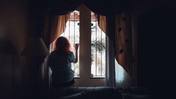 Девушка в комнате  - Sputnik Абхазия