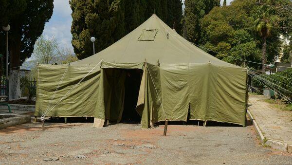 Палатка для сортировки пациентов у больницы в Гагре - Sputnik Абхазия