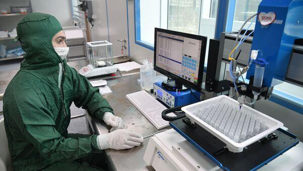 Лаборатория по производству реагентов для экспресс-тестов на коронавирус в Сколково - Sputnik Аҧсны