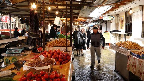 Три счастливых дня: в Абхазии начали работать продуктовые рынки - Sputnik Абхазия