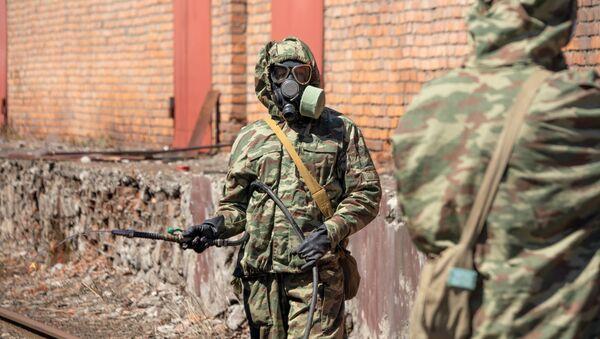 Военнослужащие полка радиационной, химической и биологической (РХБ) защиты Южного военного округа проводят дезинфекцию - Sputnik Аҧсны