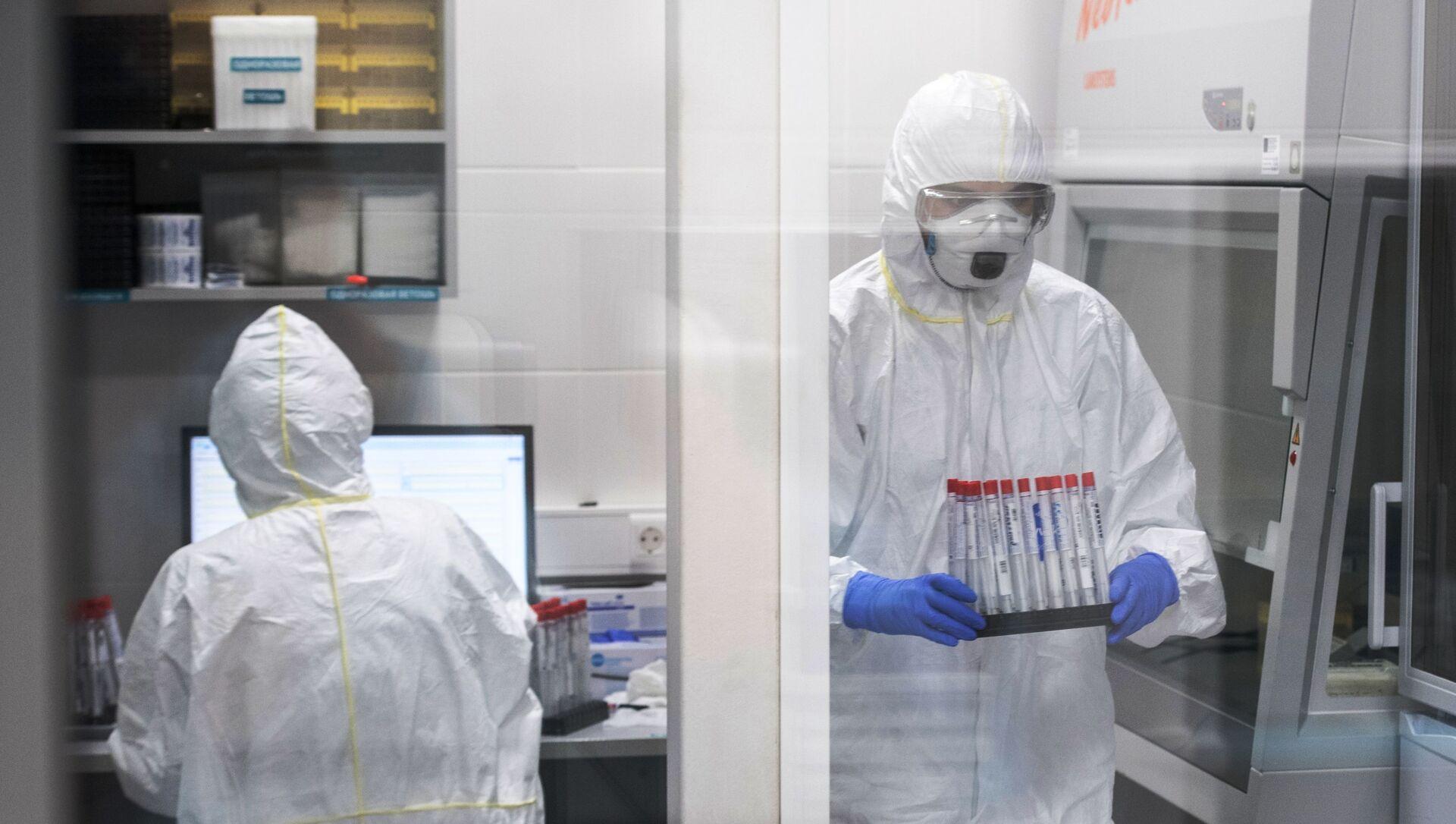 Лаборатория Инвитро начала тестирование на коронавирусную инфекцию  - Sputnik Аҧсны, 1920, 07.09.2021
