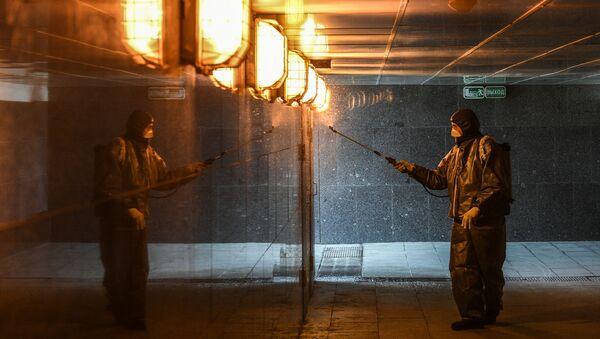 Дезинфекция подземного перехода на Калужской площади в Москве - Sputnik Аҧсны