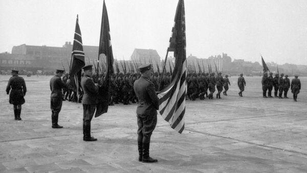 Представители союзного командования на Темпельгофском аэродроме в Берлине, 1945 год - Sputnik Абхазия