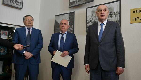 Назначение на пост главы администрации города Сухум Беслана Эшба  - Sputnik Аҧсны