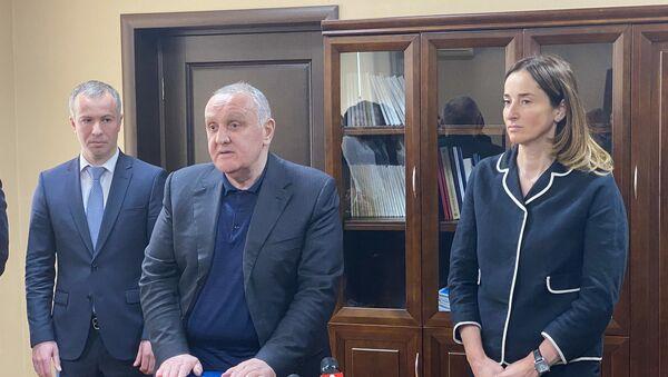 Премьер-министр представил коллективу Минэкономики нового руководителя - Sputnik Аҧсны