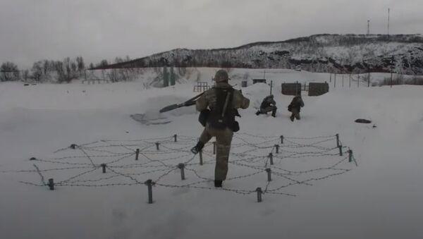 Прохождение «тропы разведчика» участниками конкурса «Отличники войсковой разведки» на Северном флоте - Sputnik Абхазия