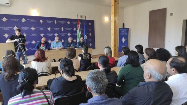 Глава МЧС Лев Квициния встретился с родителями курсантов, обучающихся в вузах РФ - Sputnik Абхазия