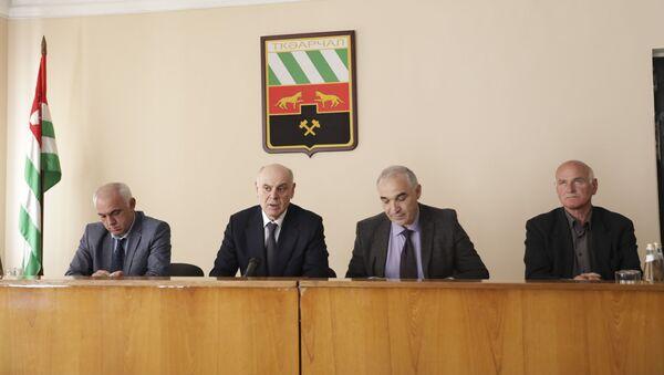 Президент Абхазии Аслан Бжания провел встречу с активом Гулрыпшского района - Sputnik Абхазия