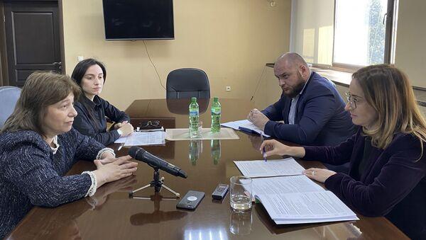 20 мая Вице-премьер, Министр экономики Республики Абхазия Кристина Озган провела встречу с председателем Государственного комитета по статистики Камой Гогия. - Sputnik Аҧсны