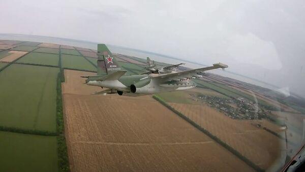 Подготовка летчиков-штурмовиков ЮВО к авиационным парадам 24 июня - Sputnik Абхазия