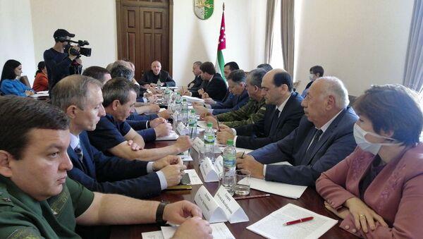 Заседание Координационного штаба по защите населения от коронавируса состоялось в Кабинете министров Абхазии в четверг 28 мая - Sputnik Абхазия