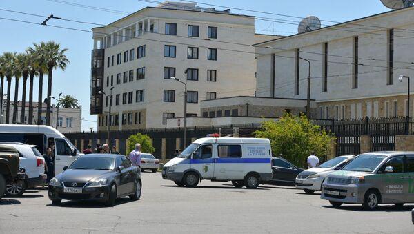 Ситуация у посольства России в Сухуме - Sputnik Абхазия