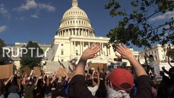 США: тысячи людей принимают участие в демонстрации BLM в Вашингтоне - Sputnik Аҧсны