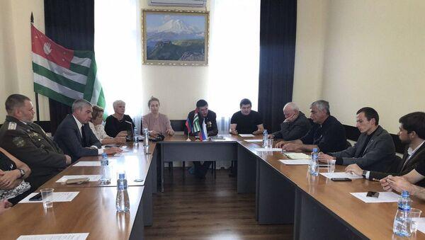 Круглый стол на тему Развитие взаимоотношений между Абхазией, Россией, Донецкой и Луганской Народных Республик и на постсоветском пространстве  - Sputnik Абхазия