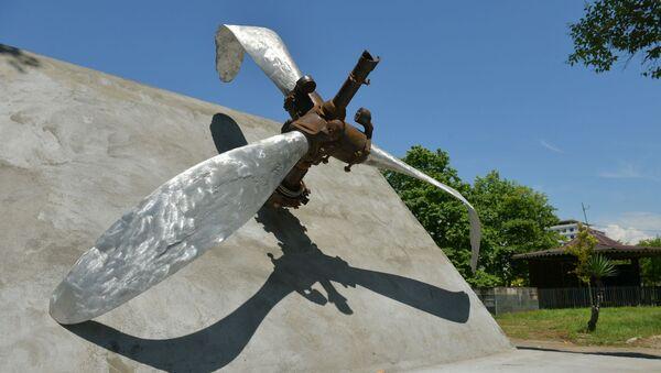 Памятник авиаторам Великой Отечественной войны  - Sputnik Аҧсны