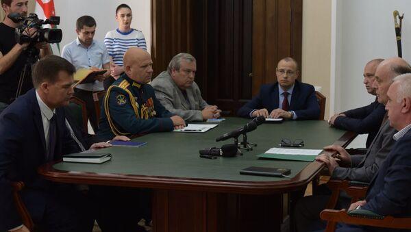 Аслан Бжания встретился с послом России в Абхазии Алексеем Двиняниным  - Sputnik Аҧсны