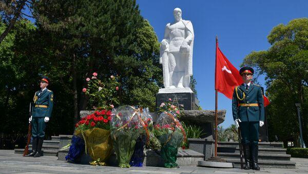 Возложение цветов к Могиле Неизвестного Солдата  - Sputnik Абхазия