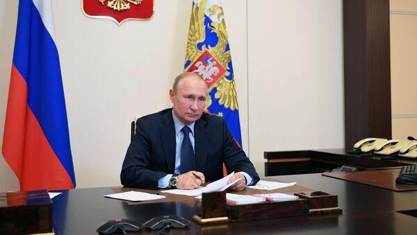 Президент РФ В. Путин провел встречу с социальными работниками госучреждений и НКО - Sputnik Абхазия