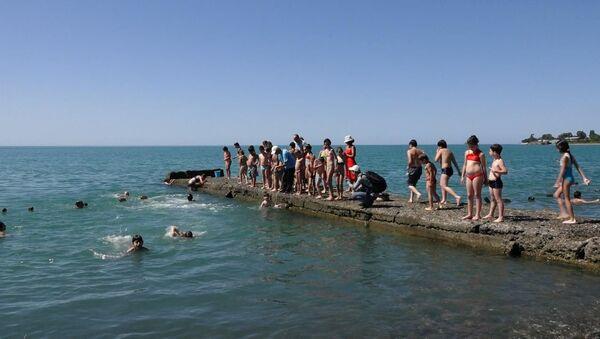 Море детства: как учат плавать в секции на набережной Сухума - Sputnik Абхазия