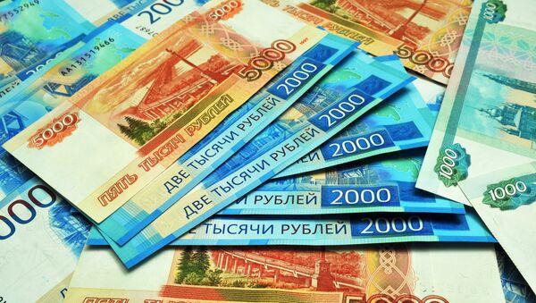 Банкноты номиналом 1000, 2000 и 5000 рублей. - Sputnik Аҧсны